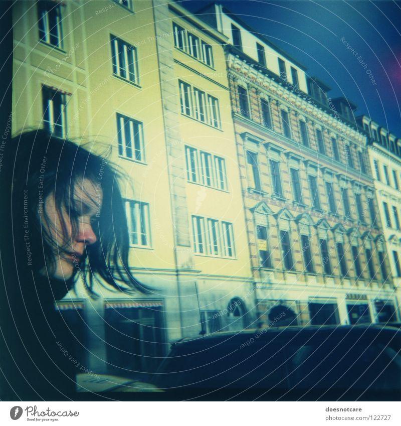 Passing By. Haus Frau Erwachsene Fenster gelb Häuserzeile mediterran Fensterfront Diana+ Lomografie Stadt Frauengesicht Außenaufnahme Haarsträhne Profil