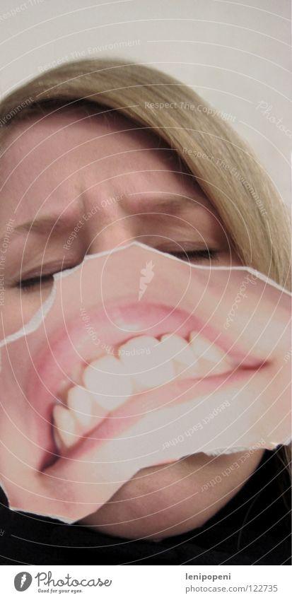 Turnedpatchmouth Lippen entgegengesetzt Wut Ärger Frau blond schwarz Fotografie ausgerissen geschlossene Augen beleidigt böse verkehrt Mund aufgeklebt