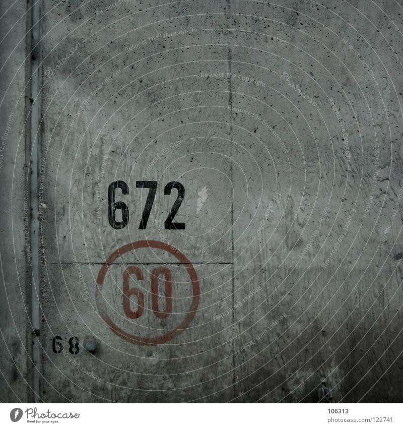 KREIS 60: 672 (68) Straße Wand Mauer Schilder & Markierungen Beton Brücke Kreis fahren Ziffern & Zahlen Hinweisschild Symbole & Metaphern vergangen Hinweis graphisch Plattenbau Rätsel