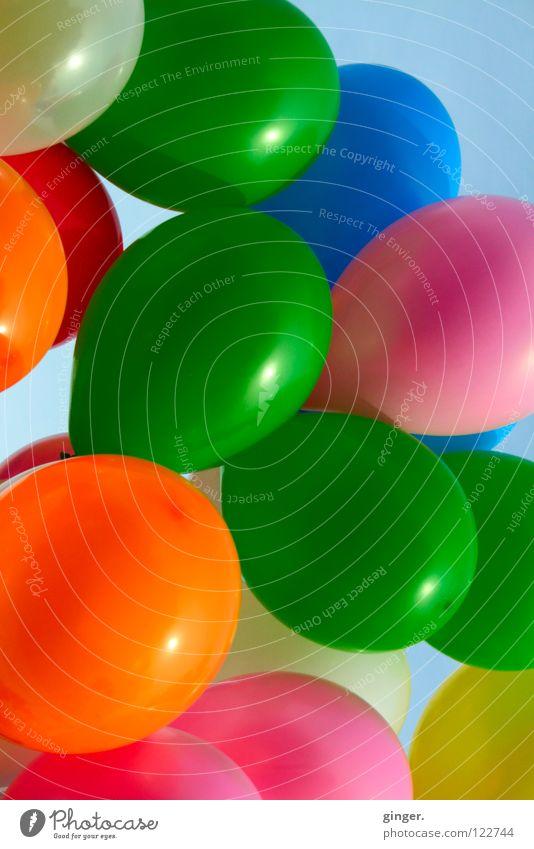 - schön grün bunt - Freude Dekoration & Verzierung Karneval Himmel Luftballon blau gelb orange rosa weiß Farbe flattern Schweben Menschenleer Textfreiraum rund