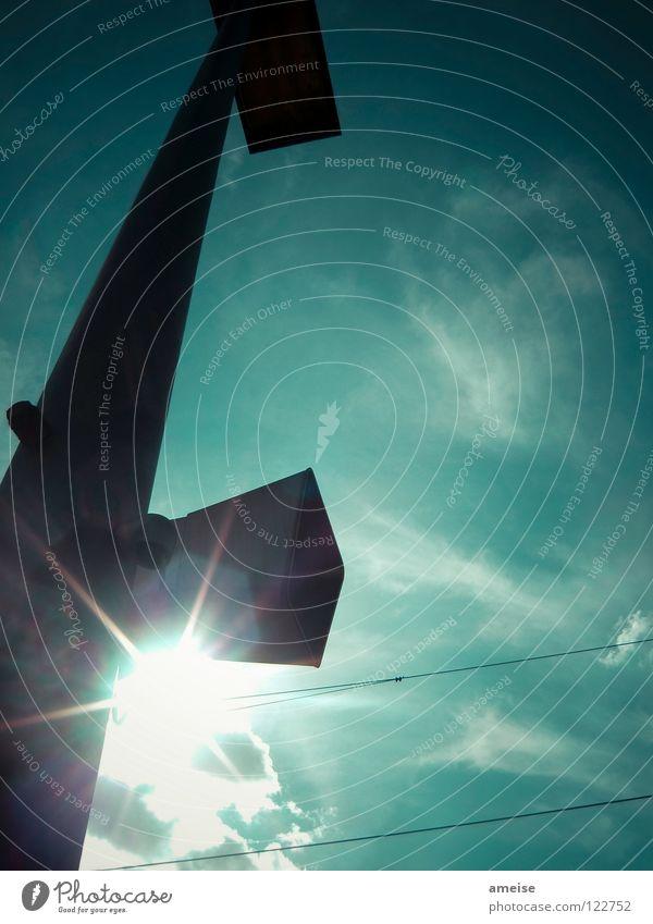 Sonnenbrille vergessen!? Himmel Sonne Sommer Wolken Farbe dunkel warten Eisenbahn Elektrizität türkis Lautsprecher Bahnhof Langeweile Schnellzug blenden Heimweh