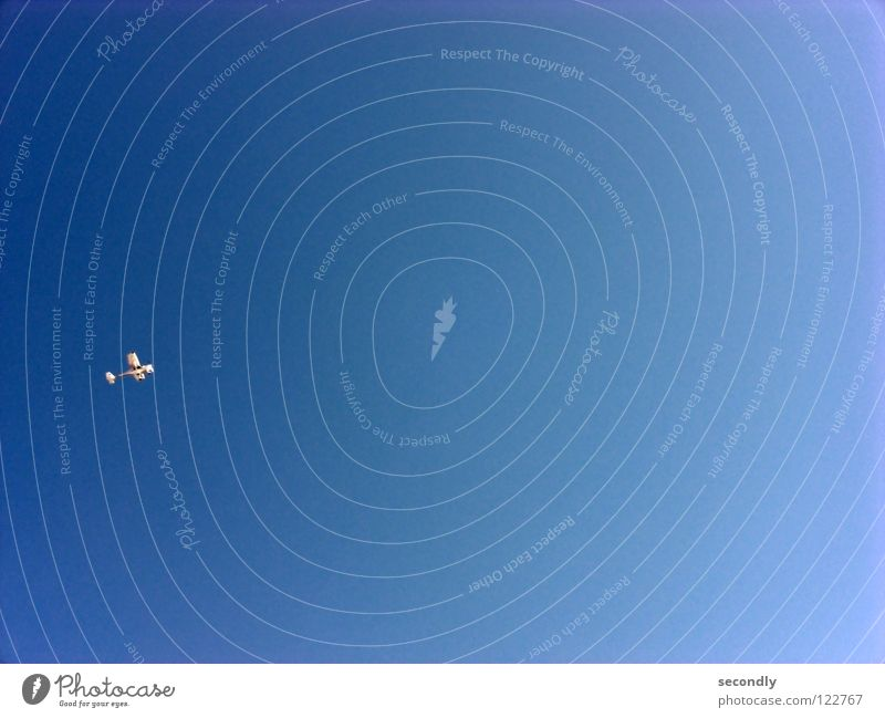 flug 2 Himmel weiß blau Freiheit klein Flugzeug Luftverkehr Freizeit & Hobby Schönes Wetter