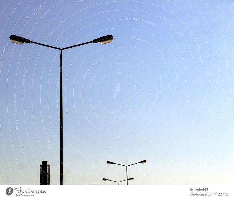 illumination #2 Himmel blau Wolken Straße Lampe Beleuchtung 3 Industrie modern 4 Laterne Schönes Wetter Strommast Schornstein Straßenbeleuchtung Verlauf