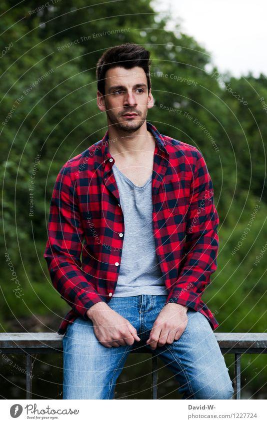 nachdenklich Mensch maskulin Junger Mann Jugendliche Erwachsene Leben 1 18-30 Jahre Natur Hemd brünett Dreitagebart beobachten Denken Blick träumen Traurigkeit
