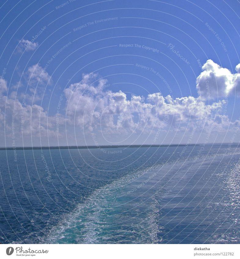 Kurswechsel Meer Wolken Wellen Kreuzfahrt Heck Kielwasser Spuren Horizont See Wasser blau Sonne Schiffsfahrt Insel