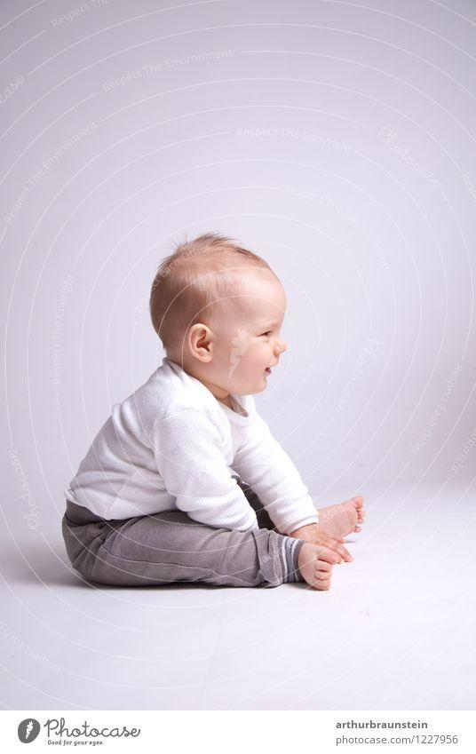 Kleinkind sitzend am Boden Lifestyle Gesundheit Freizeit & Hobby Spielen Kindererziehung Kindergarten Mensch maskulin Junge Kindheit Leben 1 0-12 Monate Baby