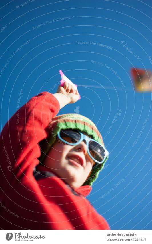 Junge beim Drachenfliegen Mensch Kind Ferien & Urlaub & Reisen Sommer Freude Leben Spielen lachen Garten Lifestyle maskulin Freizeit & Hobby Tourismus Kindheit