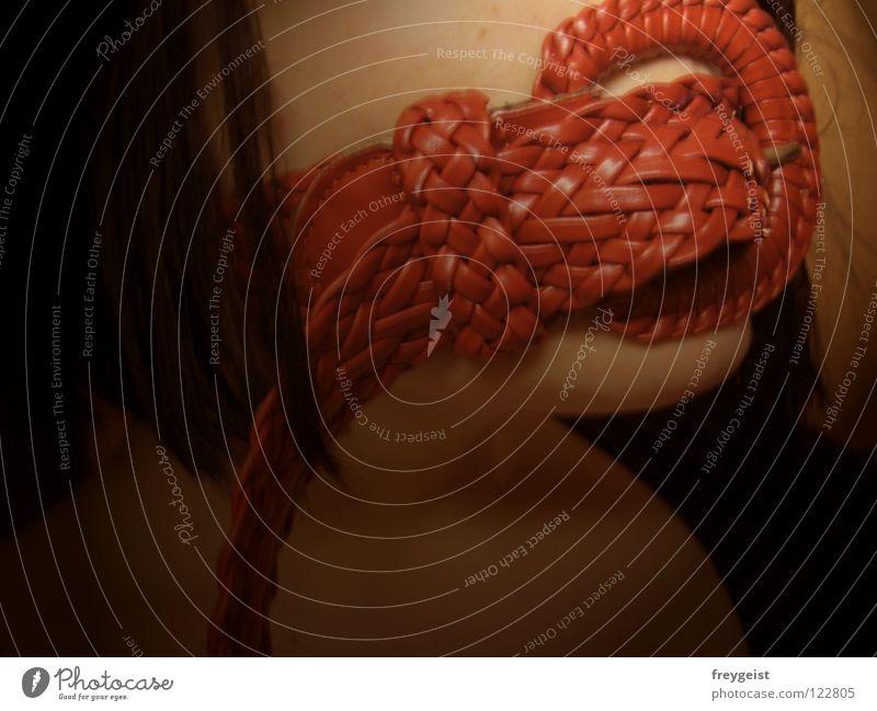 Senseless III Frau rot sprechen Gefühle Haare & Frisuren Verbote Sinnesorgane Gürtel machtlos