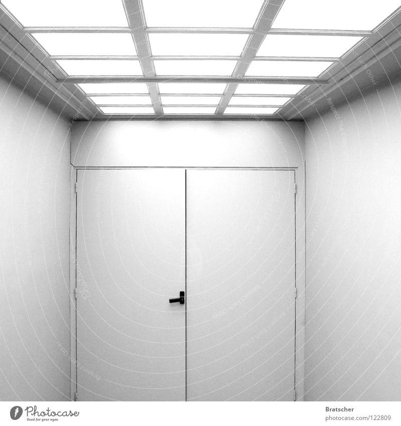 Für die Guten. Eingang weiß Oberlicht Licht Hoffnung Griff Glaube Warteraum Pharmazie steril abstrakt Zufluchtsort Vorgesetzter Pathologie unpersönlich Bibel