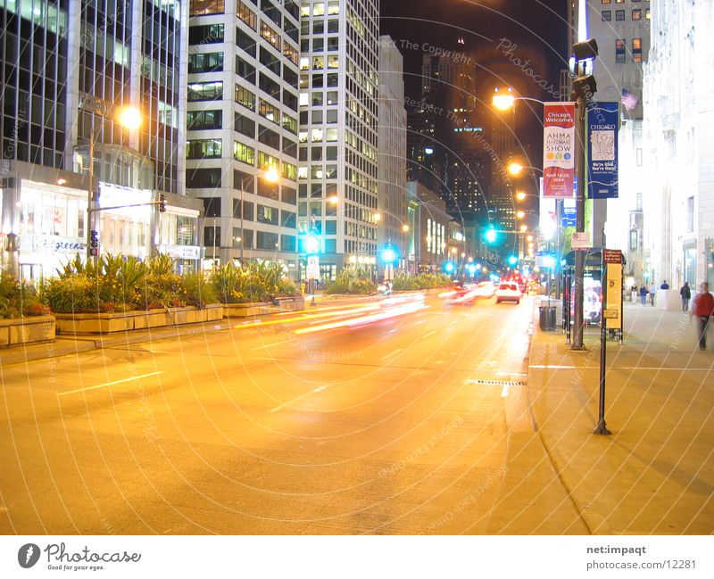 Chicago at night Straße Beleuchtung USA Ampel Chicago Nordamerika Straßenschlucht