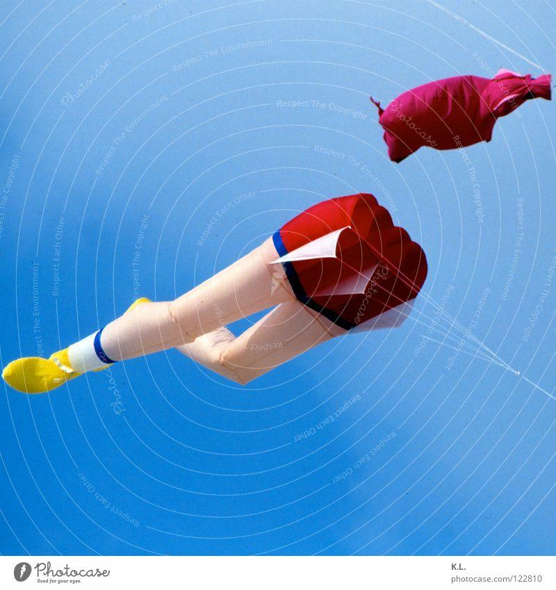 luftnummer Himmel weiß blau Sommer Strand Ferien & Urlaub & Reisen gelb Ferne Freiheit Sand Luft Schuhe Raum Wind fliegen kaputt