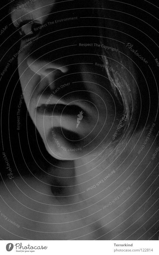 anonymer.liebes.brief. Terror Anschlag Terroranschlag Bombe schwarz Schattenseite weiß Gefäße Haarsträhne Lippen zart Zärtlichkeiten Partnerschaft