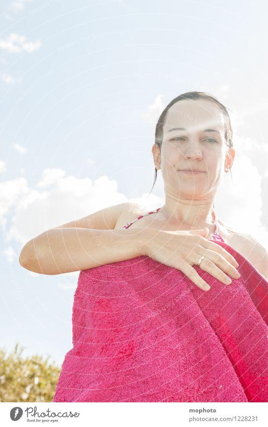 Badeurlaub Mensch Frau Ferien & Urlaub & Reisen Jugendliche schön Junge Frau Sonne Erholung 18-30 Jahre Erwachsene feminin Schwimmen & Baden rosa Zufriedenheit Tourismus frisch