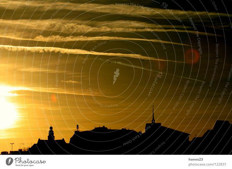 Dusk - PartOne Sonne Winter Himmel Wolken Stadt Dom Dach gelb gold Sonnenuntergang Kondensstreifen Minden Weserufer Blendenringe Silhouette Gegenlicht