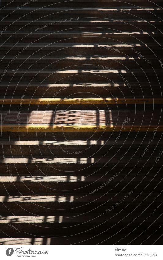 Wegweiser schwarz gelb Wege & Pfade Treppe Design Kreativität planen Grafik u. Illustration Neigung Neugier Geländer entdecken Überraschung gruselig diagonal