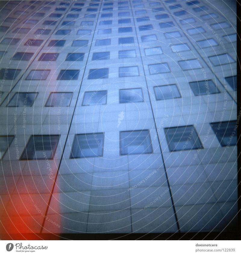 High Rise. blau rot Fenster Architektur Glas groß Beton Hochhaus hoch Fassade modern trist einfach Medien Leipzig