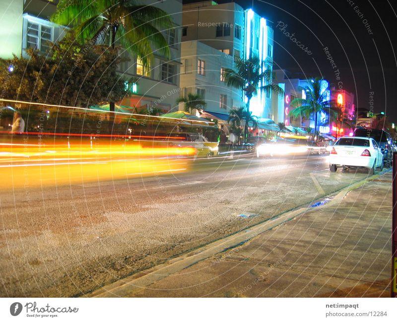 Ocean Drive at night Straße PKW USA Neonlicht Belichtung Florida Miami Nordamerika