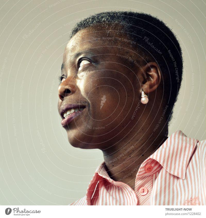Was-mach'-ich-jetzt-Blick Mensch Frau weiß schwarz Erwachsene Gesicht Auge Leben feminin grau Haare & Frisuren braun Kopf rosa elegant Fröhlichkeit