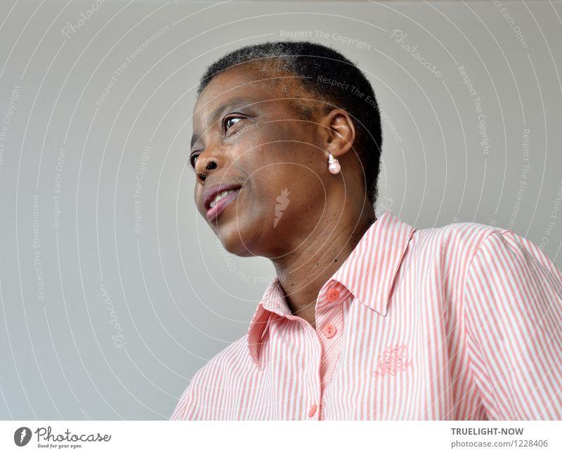 Schöne Afrikanerin Mensch Frau schön weiß Erwachsene Gesicht Leben feminin grau Haare & Frisuren Lifestyle braun Mode rosa Design elegant