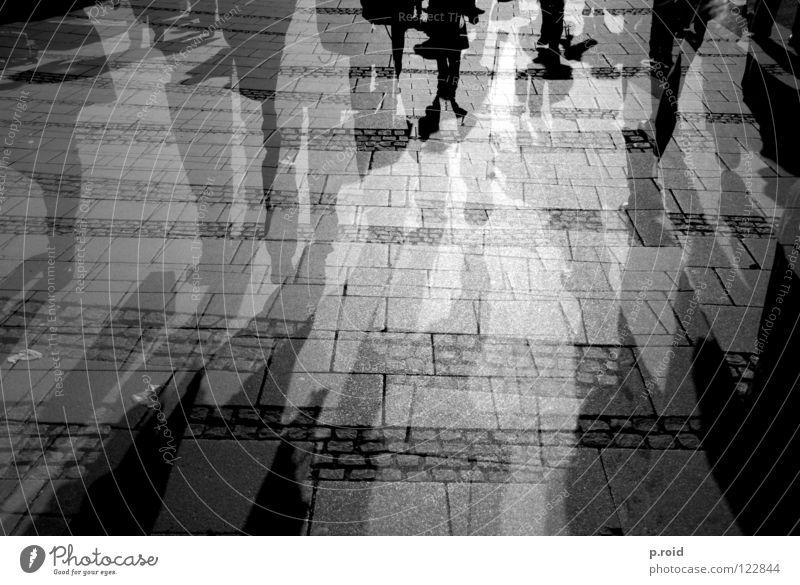 new soul. Stadt kalt Straße Beine Fuß hell Schuhe Schönes Wetter Fußweg Bürgersteig Klarheit Asphalt heiß München Verkehrswege Straßenbelag
