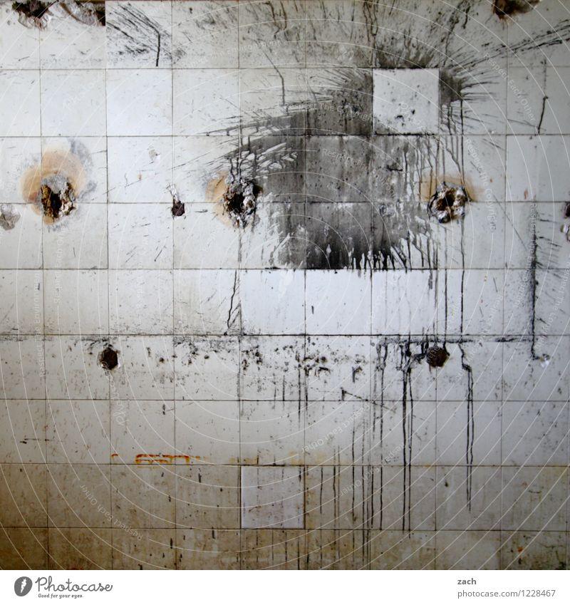 Splash Renovieren Innenarchitektur Küche Bad Ruine Gebäude Mauer Wand Fassade Fliesen u. Kacheln Linie Häusliches Leben alt dreckig Ekel kaputt grau Aggression