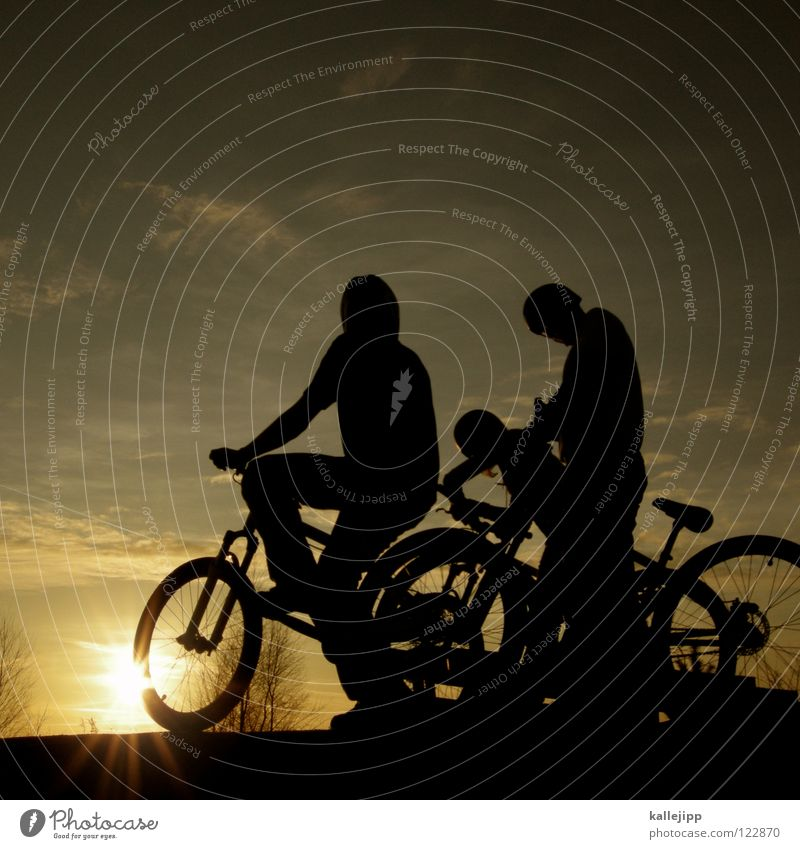 bikers daylight Mensch Kind Natur Sonne Graffiti Spielen Junge Bewegung springen Fahrrad Freizeit & Hobby 3 mehrere Aktion Kerl Mountainbike