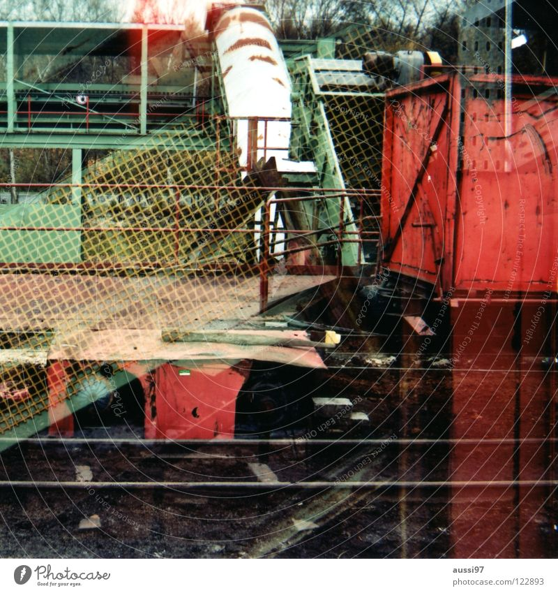 Industriewirrwarr Verkehr analog durcheinander Doppelbelichtung Mittelformat Farbenspiel Industriekultur