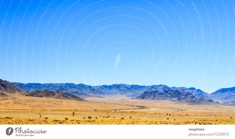 Weite Ferien & Urlaub & Reisen Tourismus Ferne Safari Umwelt Natur Landschaft Wolkenloser Himmel Klima Schönes Wetter Wärme Dürre Berge u. Gebirge Wüste Namibia