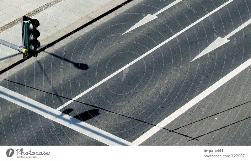 streetdarts #2 weiß schwarz gelb Straße Linie Verkehr Industrie Asphalt Club Pfeil Verkehrswege Ampel Teer Fahrradweg