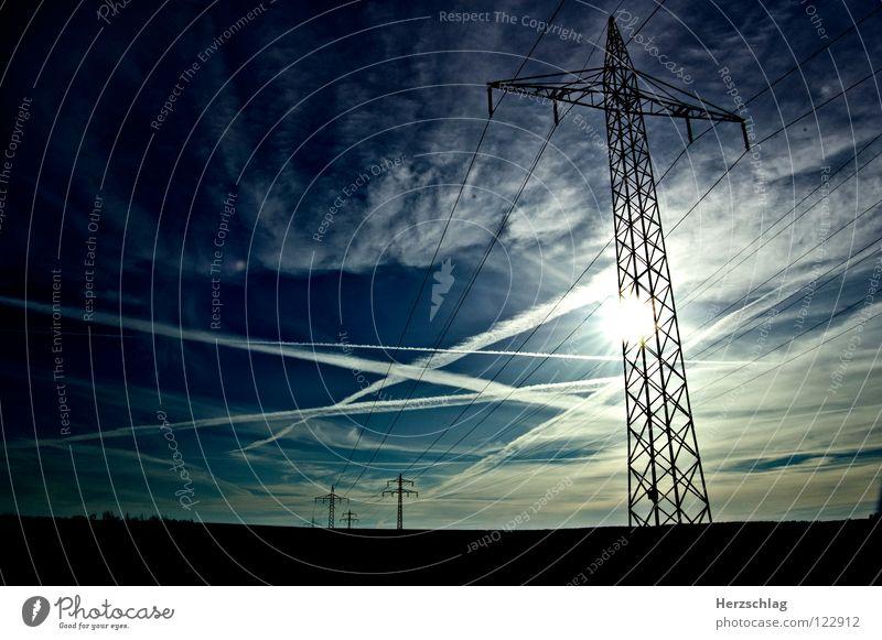 Unter Spannung Himmel weiß blau Wolken Farbe Elektrizität Gewitter Strommast Leitung widersetzen