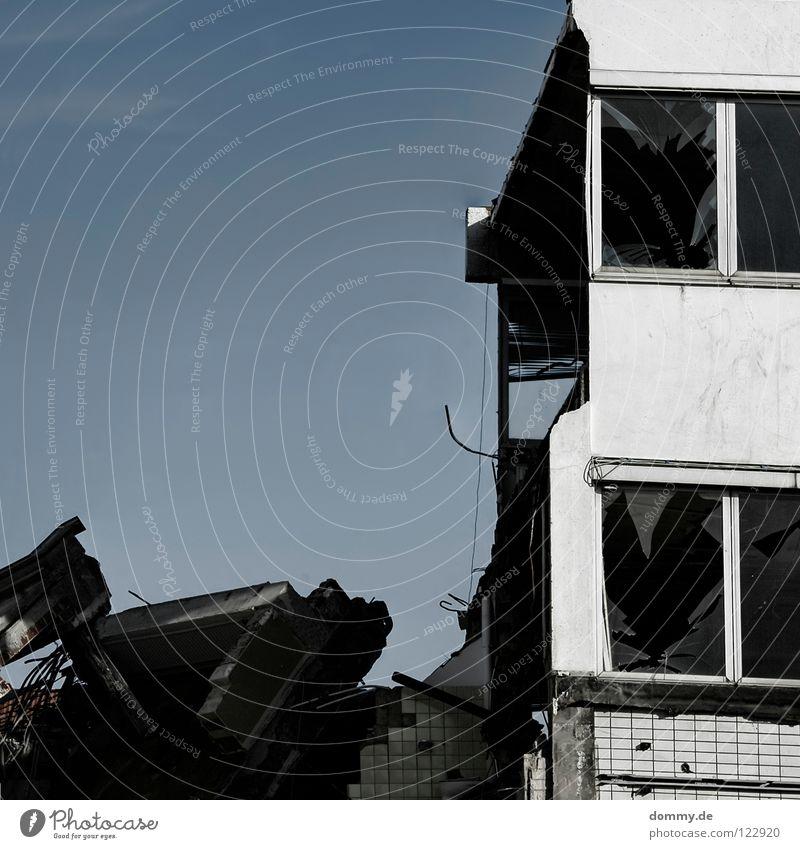 old&dirty Himmel blau Sommer Haus Wand Fenster Mauer Gebäude Wärme Metall dreckig Glas Industrie kaputt Physik Fliesen u. Kacheln
