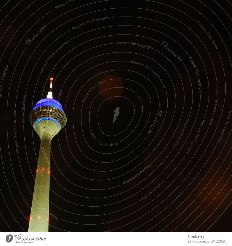 radiotowercase II Rheinturm Lifestyle Nachtleben senden Funkturm Wahrzeichen Denkmal modern Düsseldorf Berliner Fernsehturm Abend Straße blau Skyline