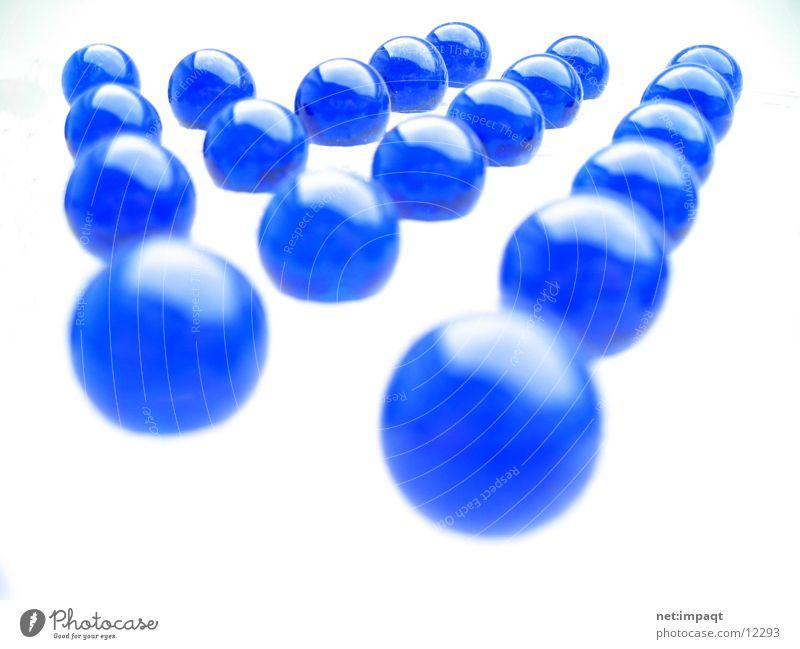 Blue(s) weiß Feld Spiegel Licht Makroaufnahme Nahaufnahme Kugel blau Anordnung Reihe