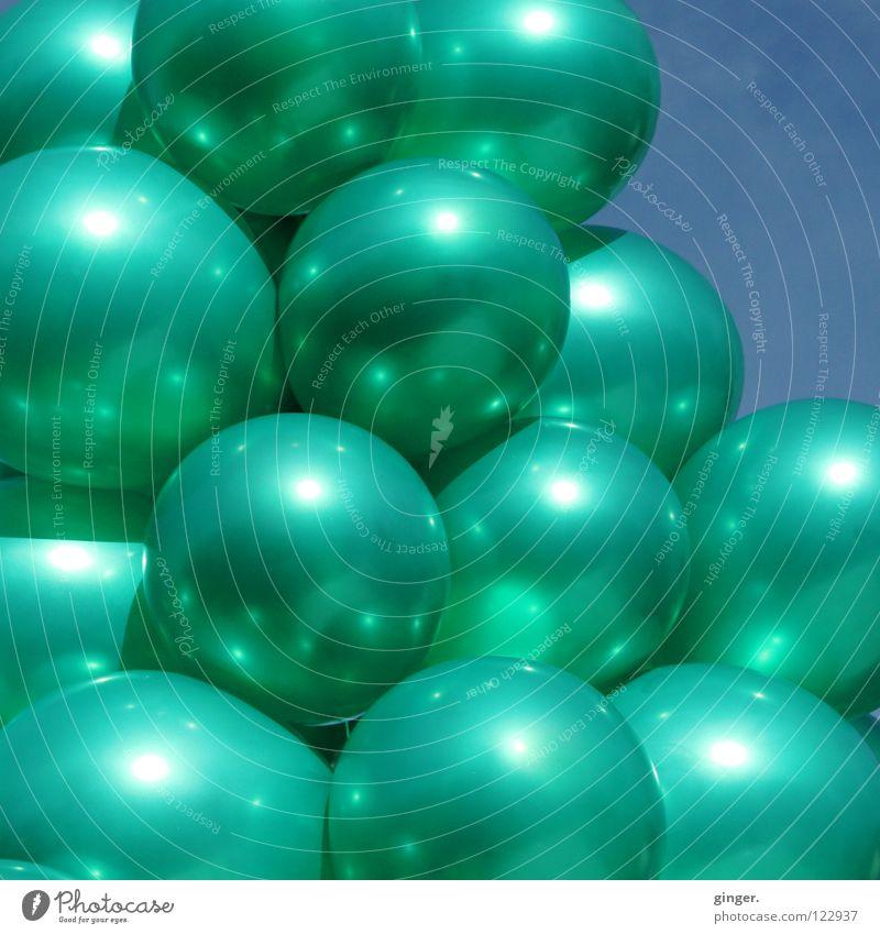 Das wird ja immer praller! Himmel blau grün Metall glänzend Luftballon viele türkis Leichtigkeit aufgeblasen Glanzlicht zusammengebunden