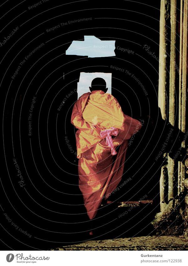 Agent Orange Mann Farbe orange Treppe Asien Glatze Tradition Tempel Buddha Mönch Rasieren Gotteshäuser Buddhismus Tracht Robe Folklore