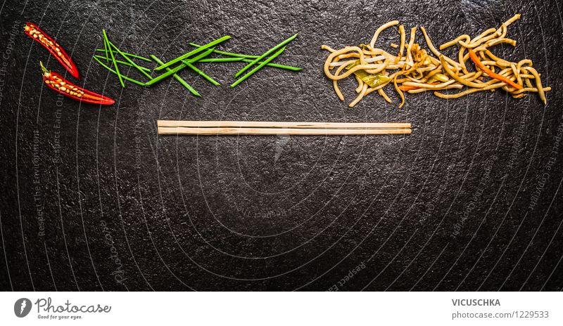 Asiatische Küche: Nudel, Stäbchen, Chili, Lauch   Ein Lizenzfreies Stock  Foto Von Photocase