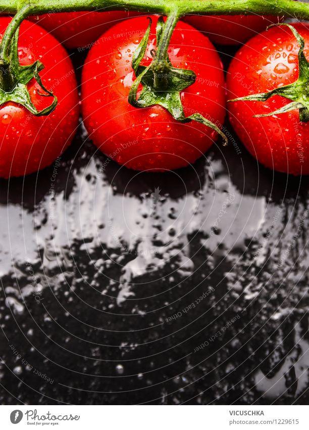 Frische Tomaten auf nassem Tisch Natur Wasser Gesunde Ernährung schwarz Leben Essen Foodfotografie Stil Hintergrundbild Lebensmittel Design frisch