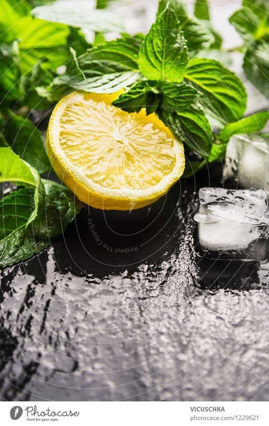 Zitrone, Minze und Eiswürfel für Limonade Natur Gesunde Ernährung Leben Stil Hintergrundbild Lebensmittel Frucht Design Tisch Getränk nass Coolness