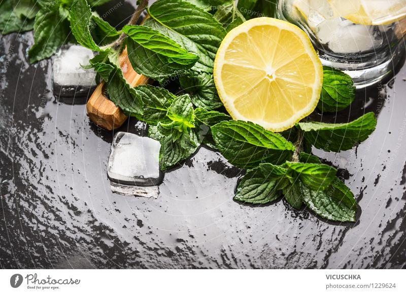 Zitrone, Minze und Eiswürfeln Stil Lebensmittel Party Frucht Design Glas Tisch Getränk Kräuter & Gewürze Restaurant Cocktail Erfrischungsgetränk Limonade Limone