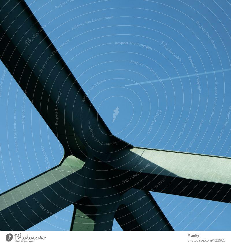Bridgebuilder Flugzeug Stahl stark grün Abgas Konstruktion Anschlag Verlauf quer durcheinander Stabilität genietet Schweißen Naht Dreieck Himmel Brücke blau