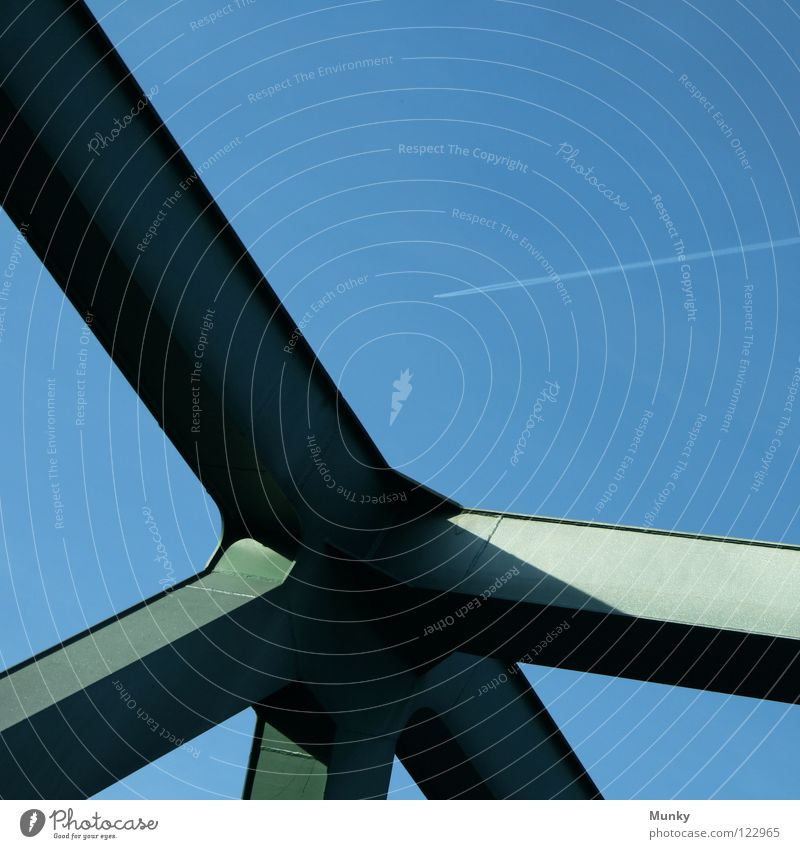 Bridgebuilder Himmel grün blau Linie Flugzeug Rücken Brücke stark Stahl Abgas Konstruktion durcheinander Verlauf Dreieck Naht Niete