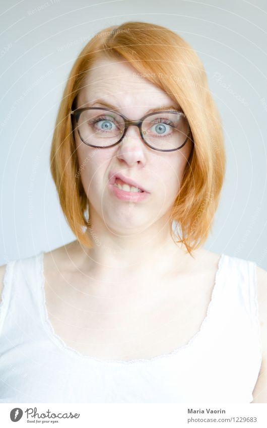 Montagsgesicht Mensch feminin Junge Frau Jugendliche 1 18-30 Jahre Erwachsene T-Shirt Brille rothaarig langhaarig authentisch außergewöhnlich einzigartig lustig