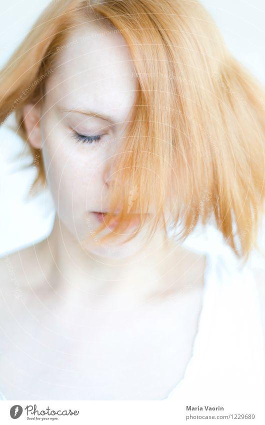 Der Wind, der Wind, das himmlische Kind Mensch feminin Junge Frau Jugendliche 1 18-30 Jahre Erwachsene rothaarig langhaarig genießen träumen authentisch hell