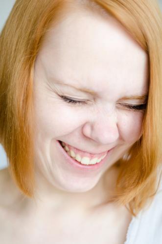 Hihihihi Mensch feminin 1 18-30 Jahre Jugendliche Erwachsene rothaarig langhaarig lachen authentisch Freundlichkeit Fröhlichkeit frisch Glück lustig natürlich