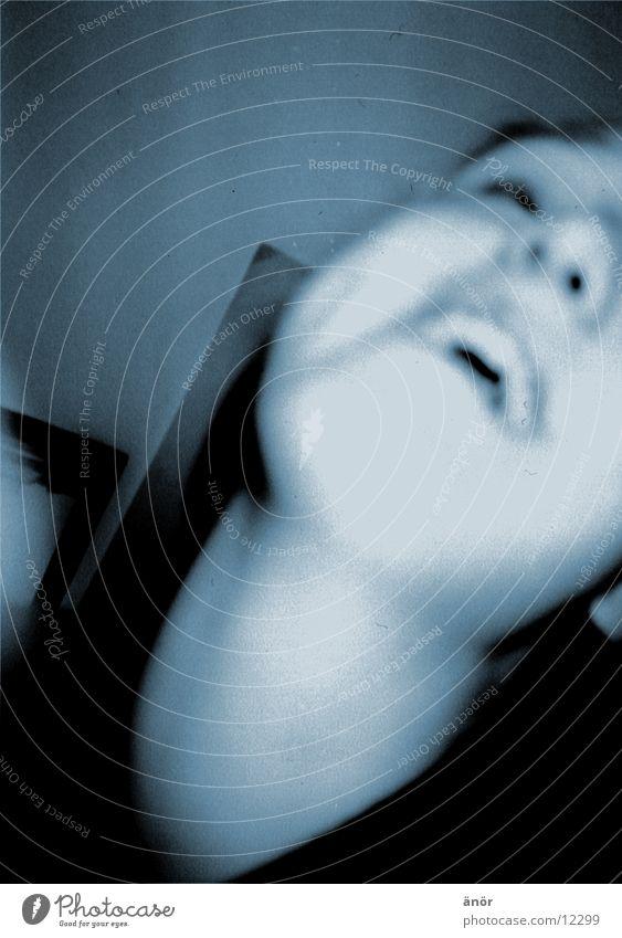 *kopf_nach_hinten_werf* Mensch blau lachen Kopf Fröhlichkeit Hals Ausgelassenheit Gute Laune