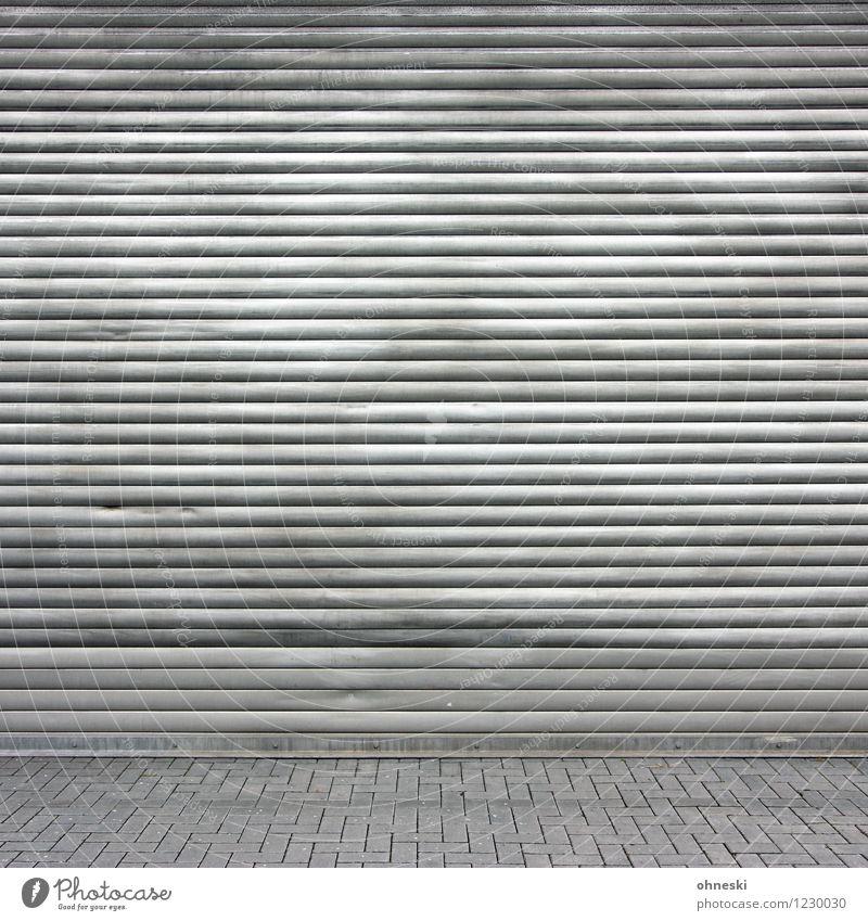 Fifty Shades of Grey Fabrik Bauwerk Fassade Rollladen Rollo Hof Stein Metall Linie grau Krise geschlossen dreckig Farbfoto Gedeckte Farben Außenaufnahme