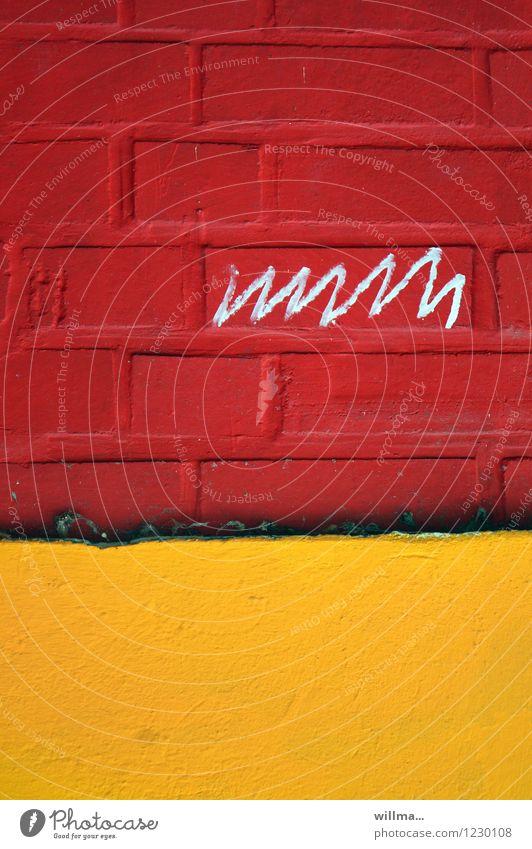 kindheitserinnerung | das erste wort rot gelb Wand Graffiti Mauer Schriftzeichen schreiben Backsteinwand Kritzelei Grafische Darstellung schriftlich Lebenslinie