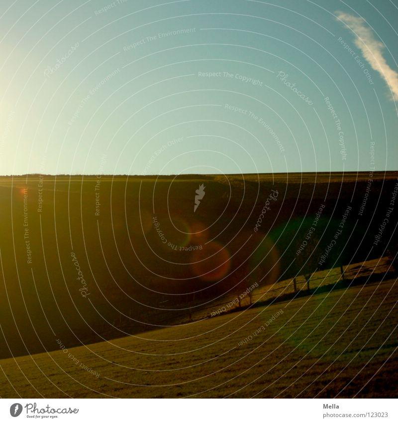 100! - Licht und Schatten Feld Gegenlicht dunkel Hügel Wiese grün Frühling frisch atmen Luft Horizont Weide Wetter Himmel blau hügelig Tal Amerika Landluft