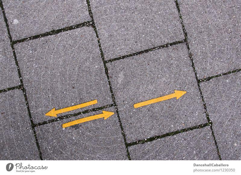 zwei Schritte vor und einer zurück... Verkehr Verkehrswege Fußgänger Straße Wege & Pfade Fußgängerzone Stein Zeichen Hinweisschild Warnschild Linie Pfeil Tanzen