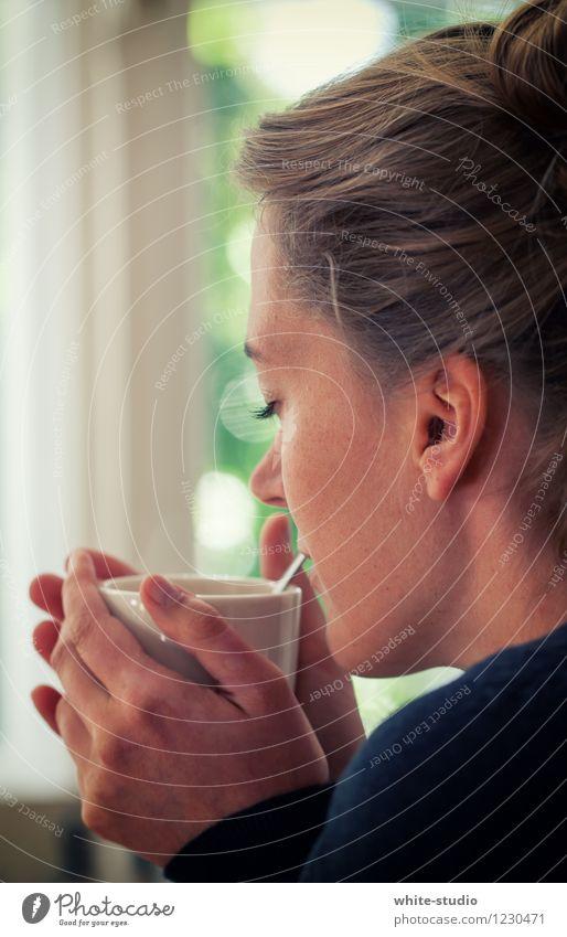Genussmoment Mensch Frau Jugendliche Sommer Junge Frau Erholung ruhig Freude 18-30 Jahre Erwachsene Gesicht Wärme Leben feminin Gesundheit Lifestyle